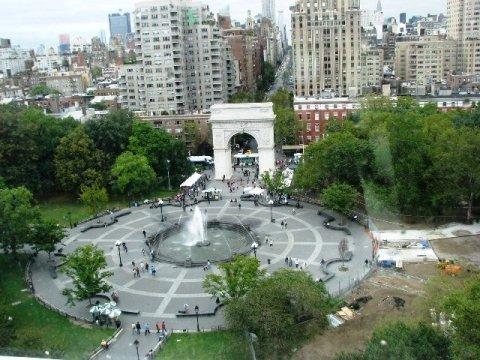 Từ trên tầng cao của đại học nhìn xuống công viên