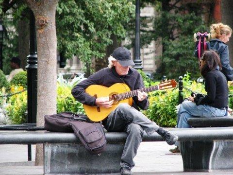 Người đánh đàn guitar