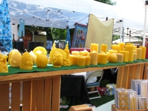 gian hàng bán sáp ong