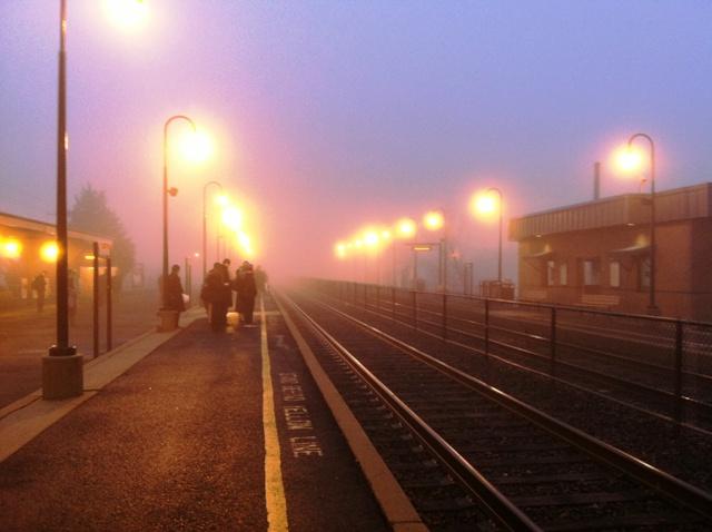 sương mù ở trạm xe lửa