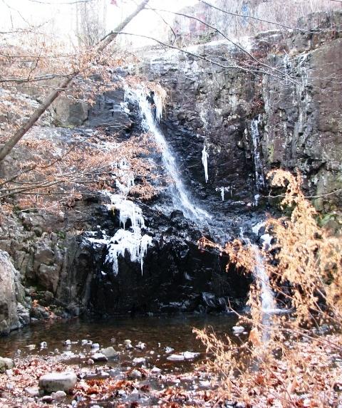 thác Hemlock vào mùa đông
