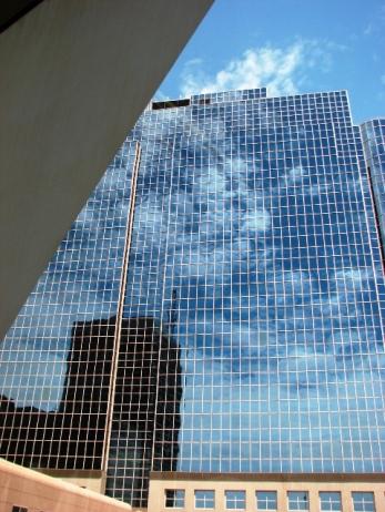 Những vầng mây bị nhốt