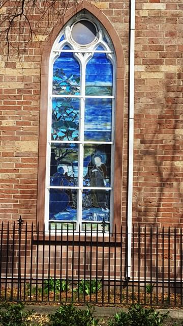 ô cửa kính nhà thờ