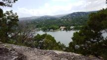 Những ngôi biệt thự ven sông nhìn từ trên đỉnh núi Bonnell