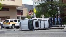Xe lật ở đường Broad gần YMCA của thành phố Newark
