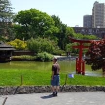 một góc của torii nhìn sang nhà thủy tạ