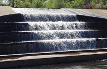 Thác nước nhân tạo ở hồ Watchung.