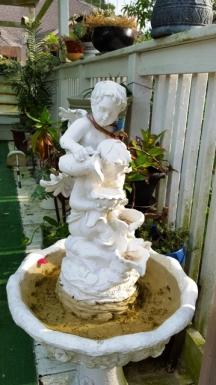 thấy vị thần có cánh bụ bẫm thì đoán đây là Cupid