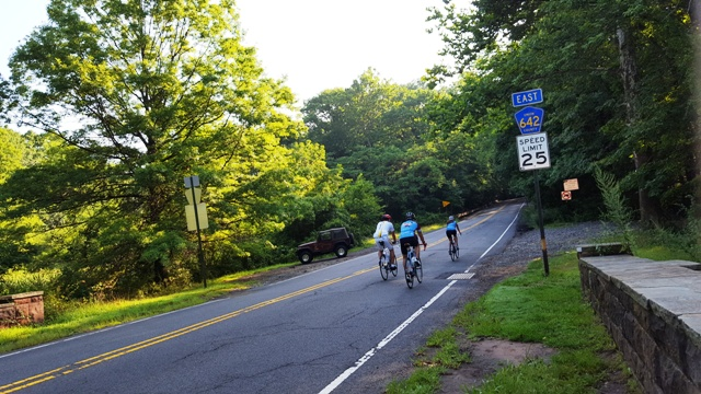 Chạy xe đạp buổi sáng