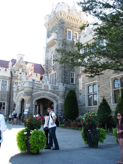 một góc phía trước của lâu đài