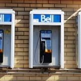 Ở Toronto, Canada người ta vẫn còn dùng điện thoại công cộng treo tường.
