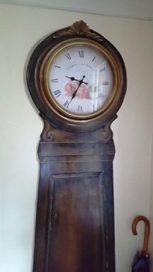 Đồng hồ cũ xưa trong nhà