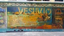 Bức tranh tường bên cạnh quán cà phê Vesuvio