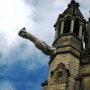 Một trong bốn grotesque trên đỉnh tháp Hòa Bình