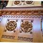 Một trong những hoa văn khắc trên gỗ trong thư viện