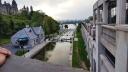 Kênh đào Rideau ở giữa lâu đài Laurier và Bytown Museum. Bạn để ý chữ By trong Bytown, thành phố được xây dựng bởi ông Đại tá By