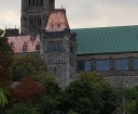 Mái nhà của tòa nhà quốc hội được lắp bằng những tấm đồng. Khi mới nó màu hồng hơi đỏ. Lâu ngày đồng bị biến dạng trong không khí biến thành màu xanh nhạt rất đẹp mắt.