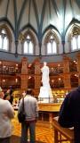 Thư viện và tượng của nữ hoàng Victoria