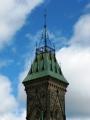 """Phần đỉnh tháp với hoa văn bằng thép giống như vương miện. Đây là lối kiến trúc """"High Victorian Gothic"""""""
