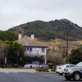 Ngôi nhà trọ màu tím dưới chân núi ở San Luis Obispo
