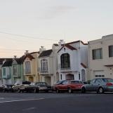 Những ngôi nhà hình hộp ở San Bruno ngoài rìa của San Francisco
