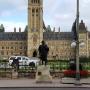 Dinh Quốc hội nhìn ngoài hàng rào