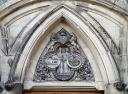 Một trong những vô số chi tiết trang hoàng trên tường, trên cửa, nền đá của tòa nhà quốc hội