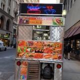 Xe bán thức ăn trên hè phố