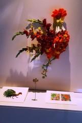 Gà trống kết bằng hoa