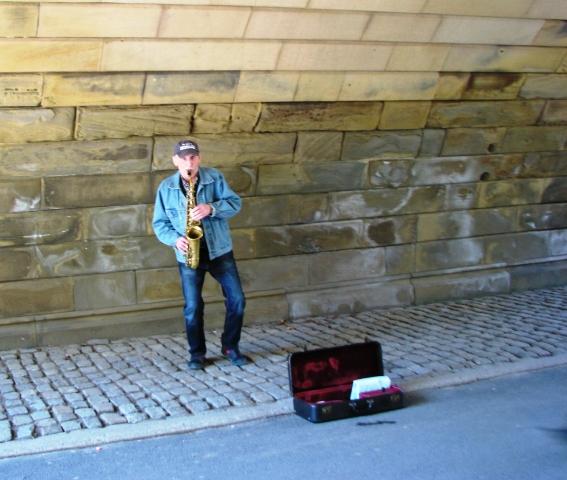 nhạc sĩ và kèn trumpet
