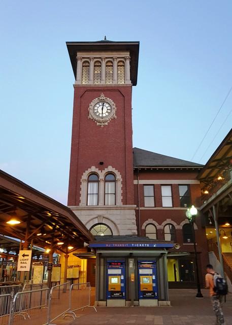 cái đồng hồ của nhà ga