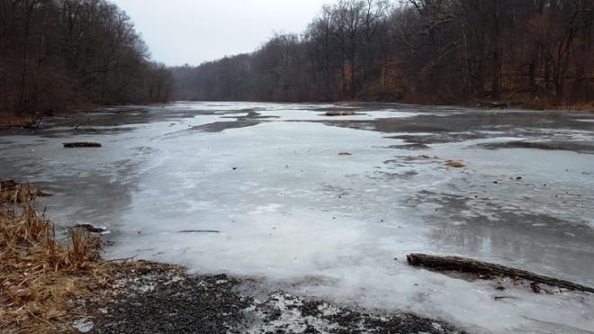 mặt hồ đóng băng