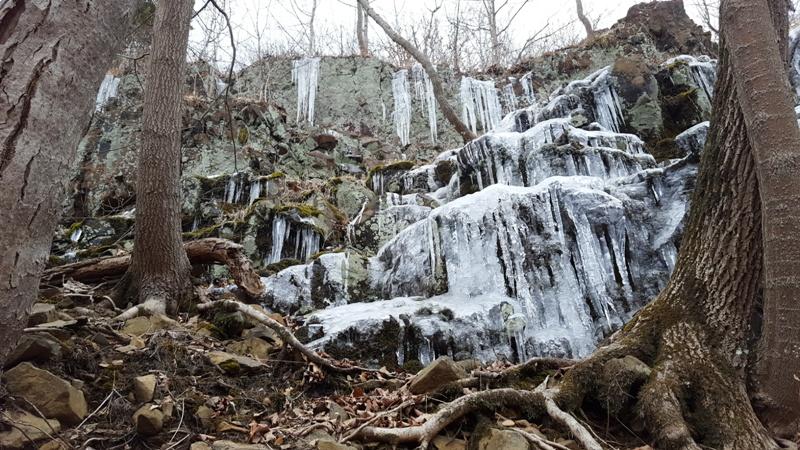 thác đóng băng